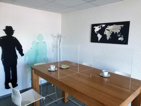 Hygieneplatztrenner aus Acrylglas - glasklar, 2 Steckteile um 4 Plätze zu trennen ! 6 ! mm, OHNE Durchreiche